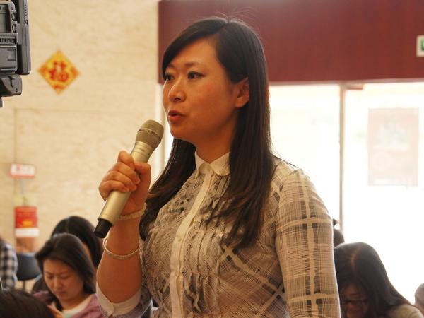 2013年5月22日下午2时30分,文化部举行新闻发布会介绍中国民族器乐民间月中组合展演有关情况。图为大众网记者。文化部政府门户网站记者杨倩 摄。