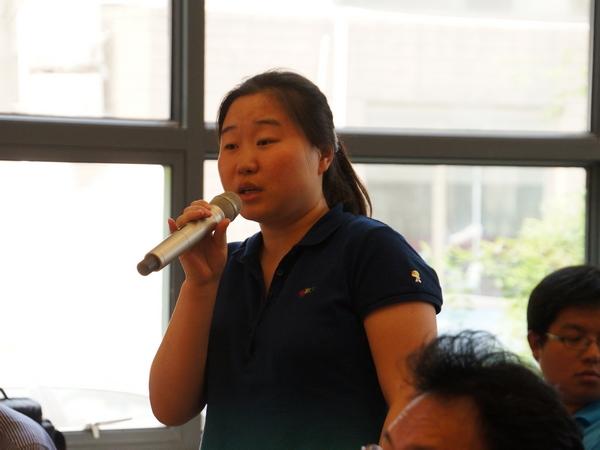 2013年5月22日下午2时30分,文化部举行新闻发布会介绍中国民族器乐民间月中组合展演有关情况。图为中国文化传媒网记者。文化部政府门户网站记者杨倩 摄。