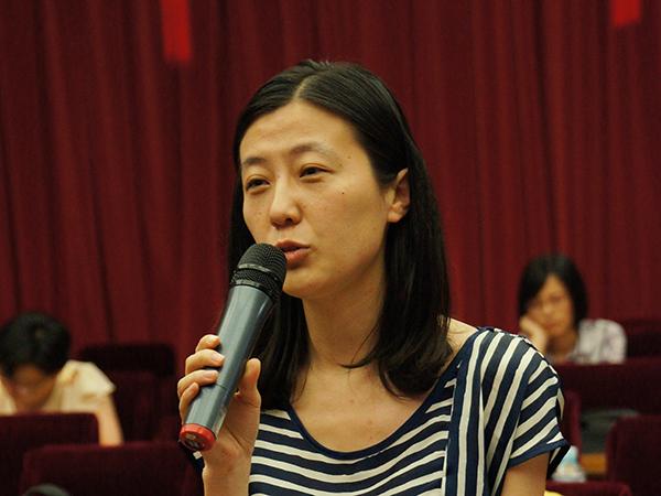 2013年6月19日下午15时,文化部举行第十届全国舞蹈比赛新闻发布会,介绍第十届全国舞蹈比赛的有关情况。图为中国文化报记者现场提问。文化部政府门户网站记者马思伟 摄。