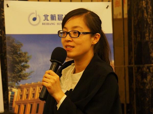 """2014年4月8日上午10点,文化部举行第十四届""""相约北京""""艺术节新闻发布会,介绍艺术节的有关情况。图为新华社记者现场提问。文化部政府门户网站记者马思伟 摄。"""