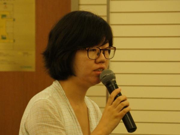 文化部于2014年8月20日上午10时举行季度例行新闻发布会,介绍有关工作情况。图为中国妇女报记者提问。文化部政府门户网站记者马思伟 摄。