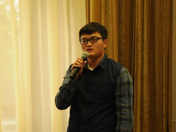 文化部于2014年10月20日下午3时举行季度例行新闻发布会,介绍有关工作情况。图为中国文化报美术周刊记者提问。文化部政府门户网站记者杨倩 摄。