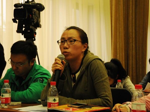 文化部于2014年10月20日下午3时举行季度例行新闻发布会,介绍有关工作情况。图为中新社记者提问。文化部政府门户网站记者杨倩 摄。