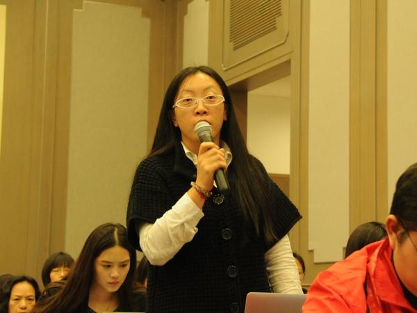 文化部于2014年10月20日下午3时举行季度例行新闻发布会,介绍有关工作情况。图为中国经济网记者提问。文化部政府门户网站记者杨倩 摄。