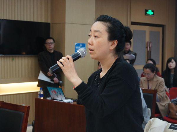 2017年3月22日上午10:00,文化部召开新闻发布会通报首批艺术品市场案件查处情况 。图为北京时间记者提问。文化部政府门户网站记者杨倩 摄。