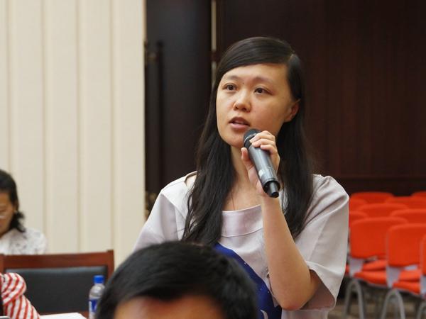 2017年9月6日下午2:30,文化部召开新闻发布会介绍《中国工尺谱集成》编撰情况。图为音乐周报记者提问。文化部政府门户网站记者杨倩 摄。
