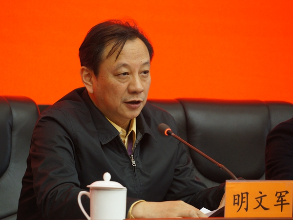 2017年12月12日下午15:00,文化部召开新闻发布会介绍第三届中国歌剧节相关情况。图为文化部艺术司巡视员、副司长明文军。文化部政府门户网站记者杨倩 摄。