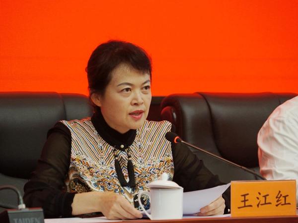 2018年7月5日上午10:00,文化和旅游部召开新闻发布会介绍第十二届全国舞蹈展演有关情况。图为云南省文化厅副厅长、主持人王江红。文化部政府门户网站记者杨倩 摄。
