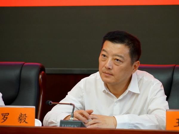2018年9月21日下午2:00,文化和旅游部召开新闻发布会介绍第20届中国上海国际艺术节的相关 情况。图为上海市文化广播影视管理局副局长罗毅。文化和旅游部政府门户网站记者杨倩 摄。