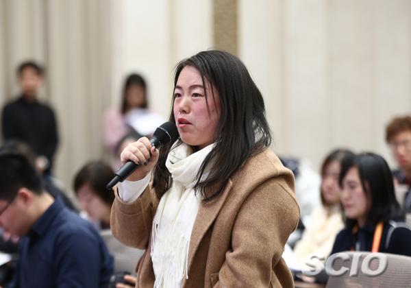 香港经济导报记者提问(刘健 摄)