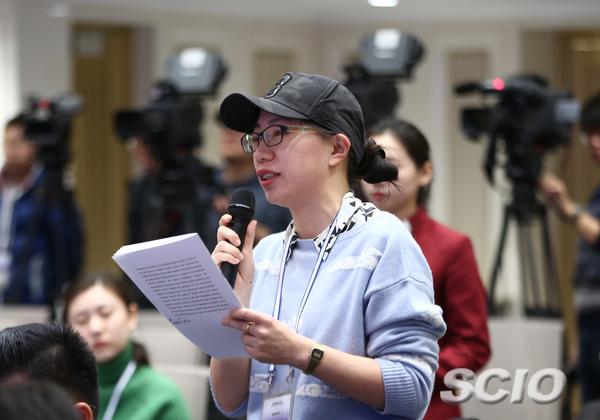 中新社记者提问(刘健摄)