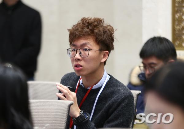 香港电台记者提问(刘健 摄)