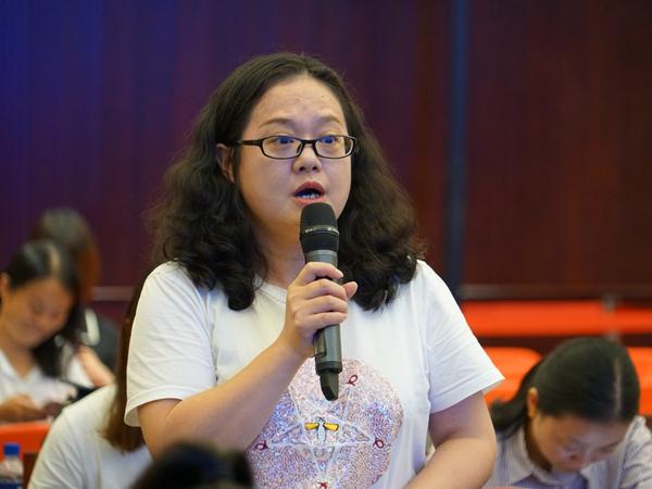 2019年9月10日上午10:00,文化和旅游部召开新闻发布会介绍第七届中国成都国际非物质文化遗产节相关情况。图为四川日报记者提问。文化和旅游部政府门户网站记者杨倩 摄。